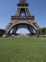 La Torre Eiffel con el Trocadero al fondo en Paris
