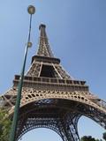 Farola y la Torre Eifel en Paris poster