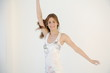 canvas print picture - Junge Frau tanzt