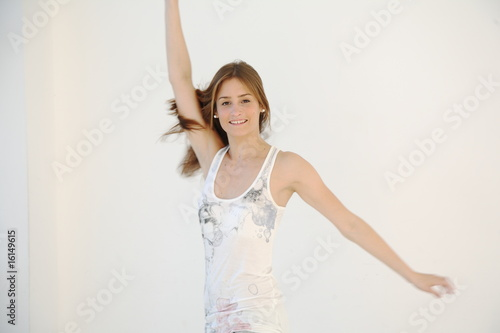canvas print picture Junge Frau tanzt