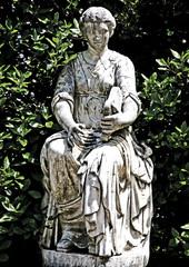 Frauenstatue Harfe Boboli