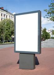 moderne Plakatfläche am Straßenrand