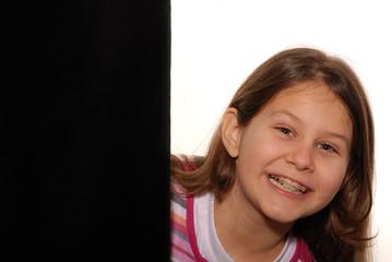 bambina con apparecchio dentale 2
