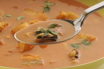 Zuppa di pesce in salsa di pomodoro