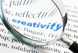 mot creativity activité déformé à la loupe poster