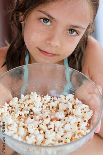 fillette et pop corn 2