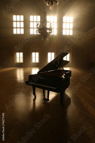 Leinwanddruck Bild Grand Piano in Light