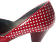 chaussure rouge à petits pois blancs