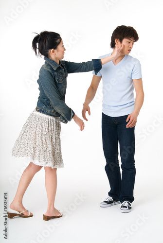 彼を叩く彼女