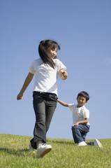 公園を走る子供