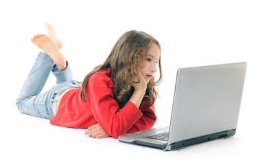 bambina con computer