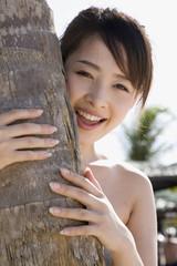 ヤシの木と女性
