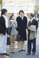 冬服の男女4人