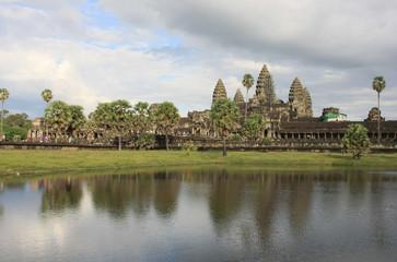 Angkor Vat,temple et bassin