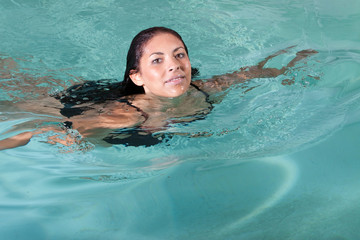 Brunette woman swimming