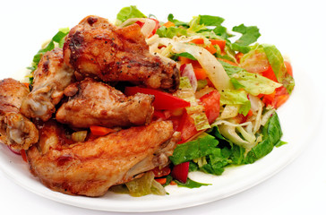 Chiken with fresh vegetables salad.