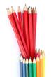 crayons noirs et crayons de couleur