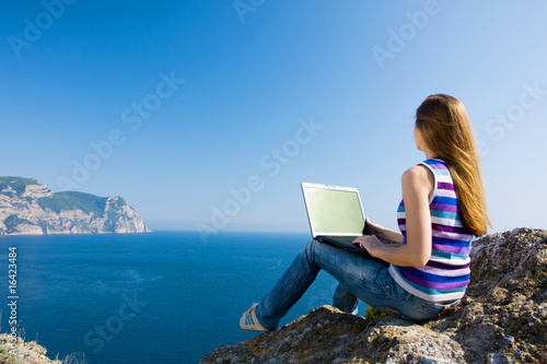 woman with laptop and sea