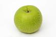 Grüner Apfel mit Wassertropfen