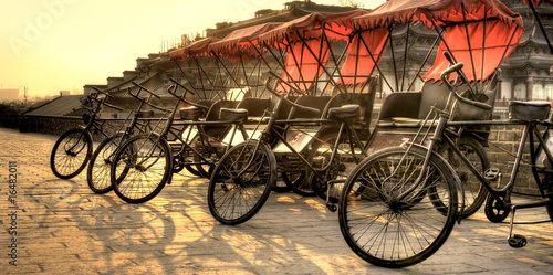 Staande foto Xian Xi'an / China - Town wall with bicycles