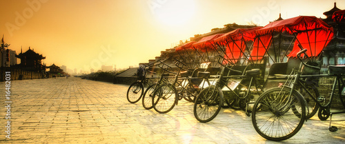 Plexiglas Xian Xi'an / China - Town wall with bicycles