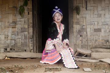 Asiatische Frau in traditioneller Kleidung, Hmong