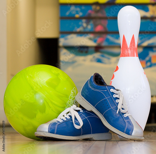 Pins, balls and shoes