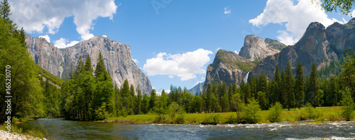 Plexiglas Natuur Park A panaromic view of Yosemite Valley