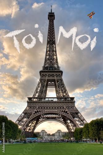 照片:爱在巴黎法国埃菲尔铁塔