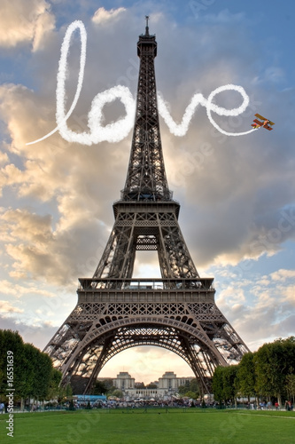 Leinwanddruck Bild Love in Paris Eiffel Tower France Concept - Me and You