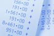 Rechenstreifen mit Zahlen. Kosten, Ausgaben, Umsatz und Gewinn.