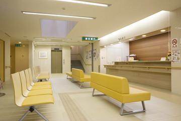 病院の受付と待合のソファ