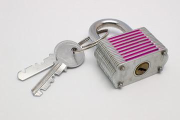 Lucchetto con chiavi, in campo chiaro