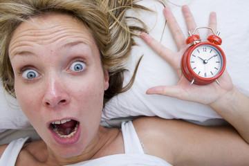 Mujer con Despertador
