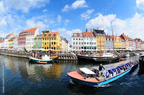 Leinwanddruck Bild Nyhavn tourist boat