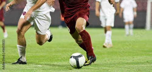 Zdjęcia na płótnie, fototapety, obrazy : Soccer players running after the ball