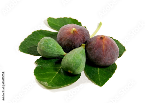ripe figs on fig leaf