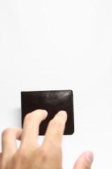 財布を盗む