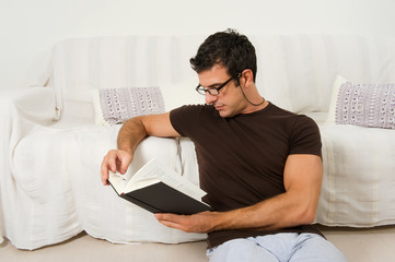 Leggere libri in relax