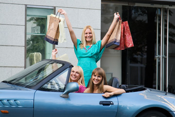 three shopping friends with car