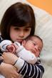 bambina e neonato
