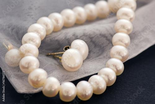 Leinwandbild Motiv Perlenkette