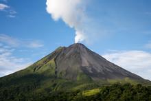 "Постер, картина, фотообои ""Arenal volcano in Costa Rica"""