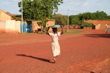 sur une route du Burkina