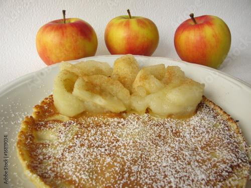 Eierkuchen mit Apfelkompott