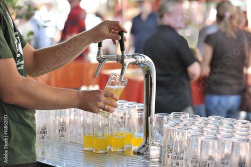 Bier zapfen bunt - 16862817