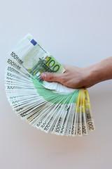 éventail de billets d'euros