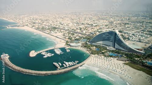 Fotobehang Midden Oosten Aerial View of Jumeirah Hotel from Burj Al Arab in Dubai