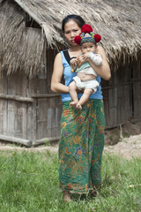 Laos, asiatische Mutter mit Baby der Volksgruppe Yao