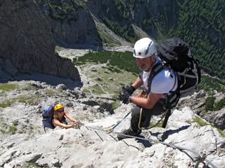 upwards - hoch empor